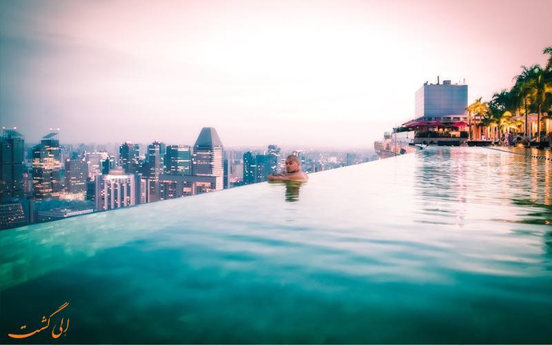 شنا در استخر اینفینیتی در برج مارینا بی سندز سنگاپور-گردشگری ماجراجویانه