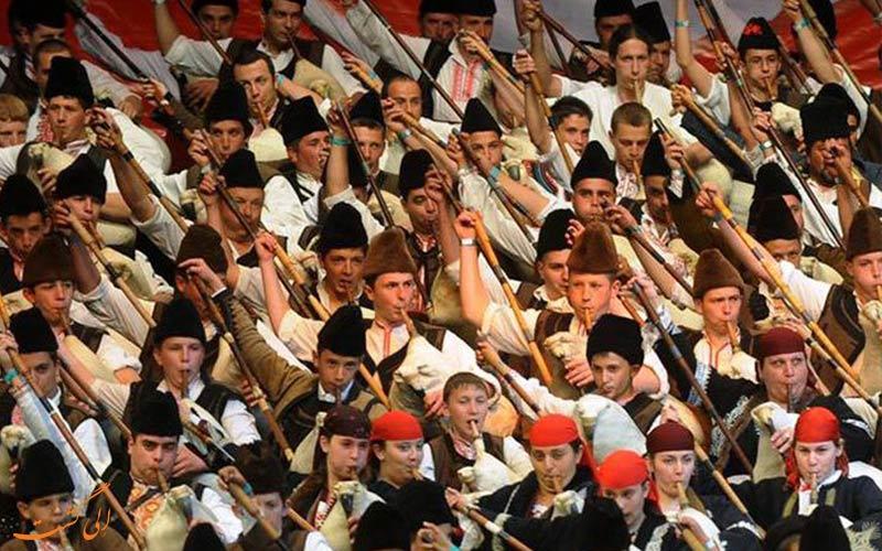 چهره مردم بلغارستان موقع نواختن نی انبان