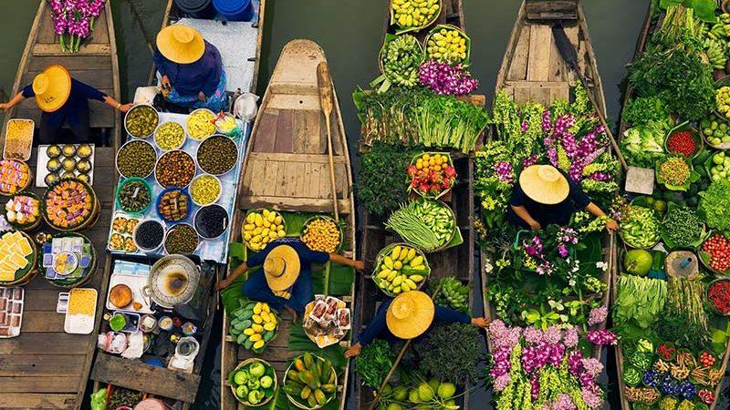 فروشنده ها در بازارهای شناور تایلند