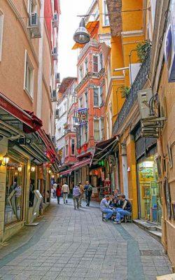 نمایی از یک کوچه در استانبول