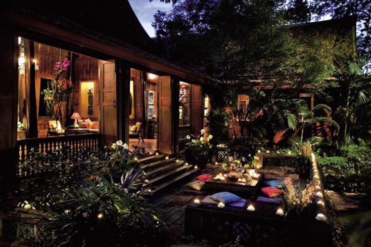 خانه ی جیم تامپسون در شب