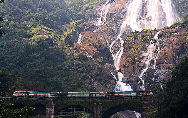 dudhsagar-waterfalls
