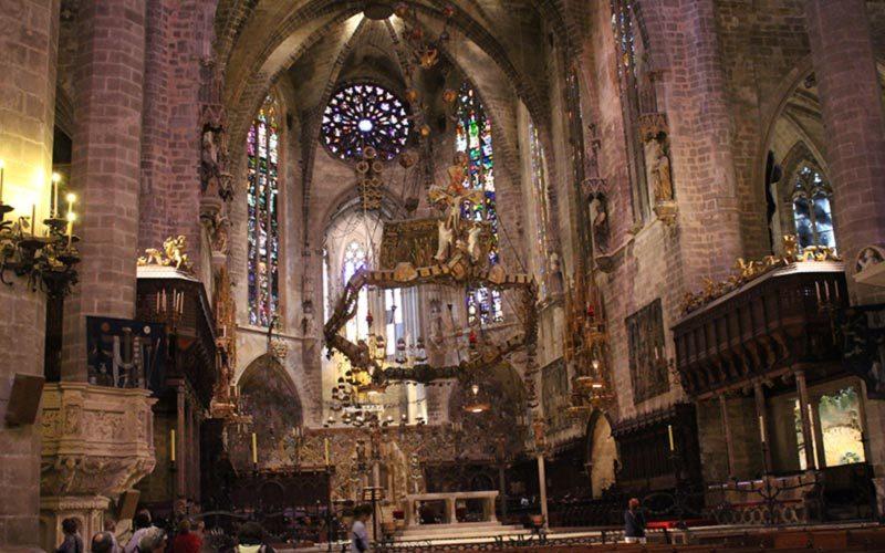 نمایی داخل کلیسا