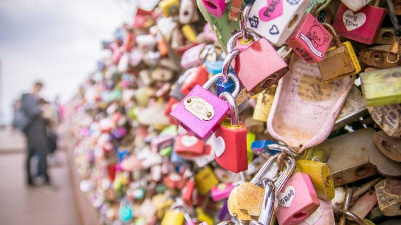 seoul love lock fence