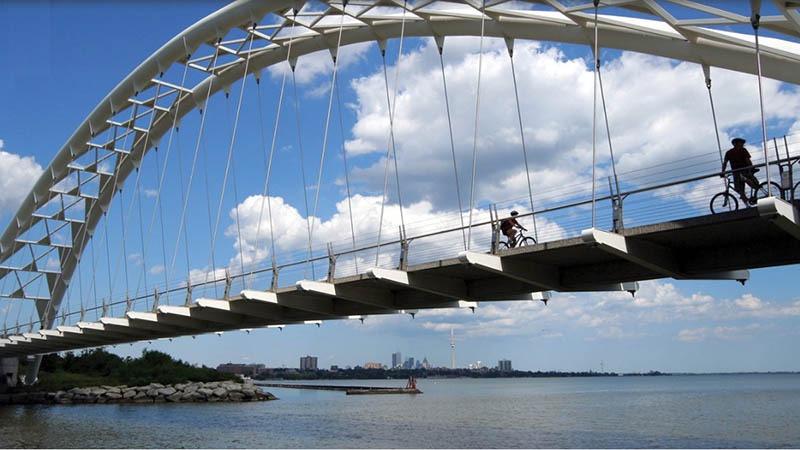 toronto walking bridge over humber river