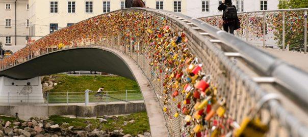 love-locks-on-salzburg-bridge-in-austria