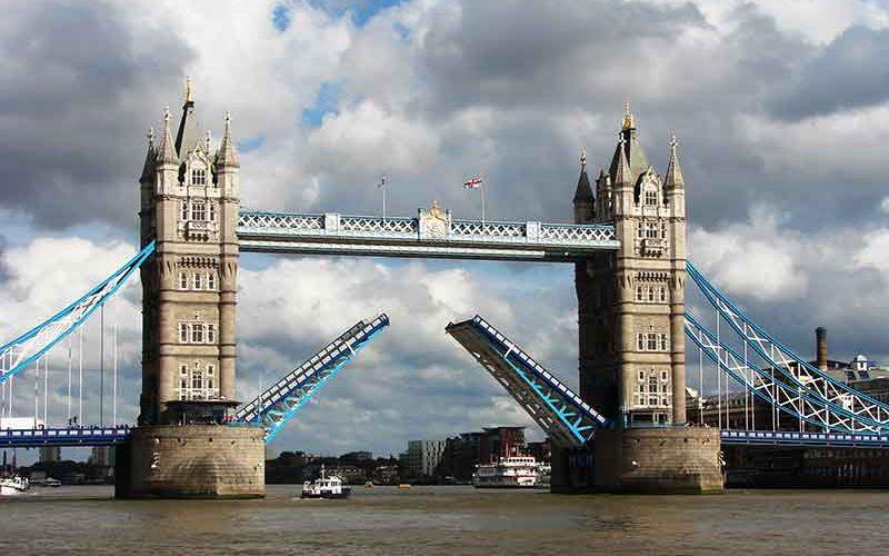 پل باز شده لندن