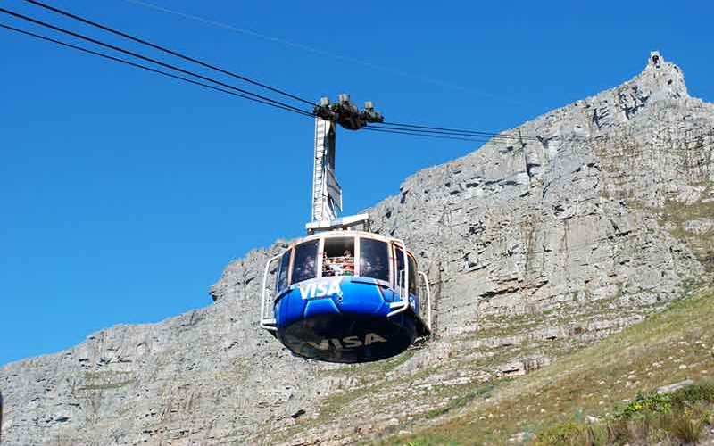 تله کابین سواری به سمت کوه تیبل