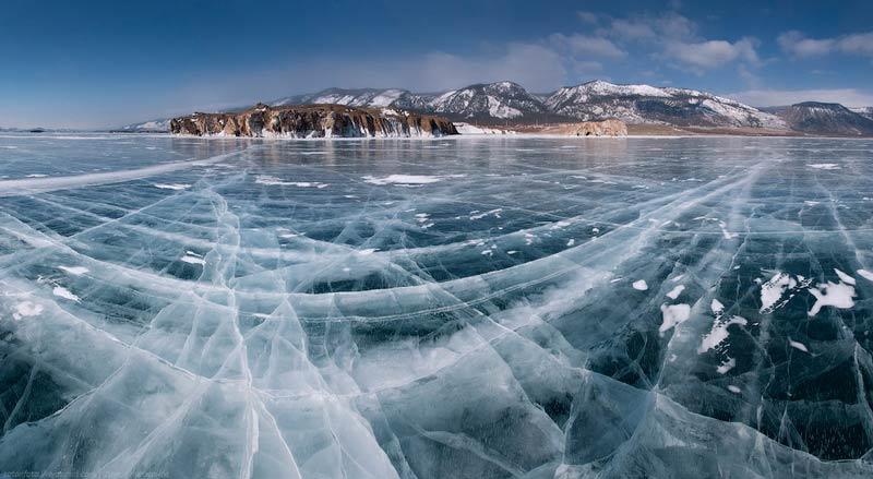 دریاچه یخ زده بایکال
