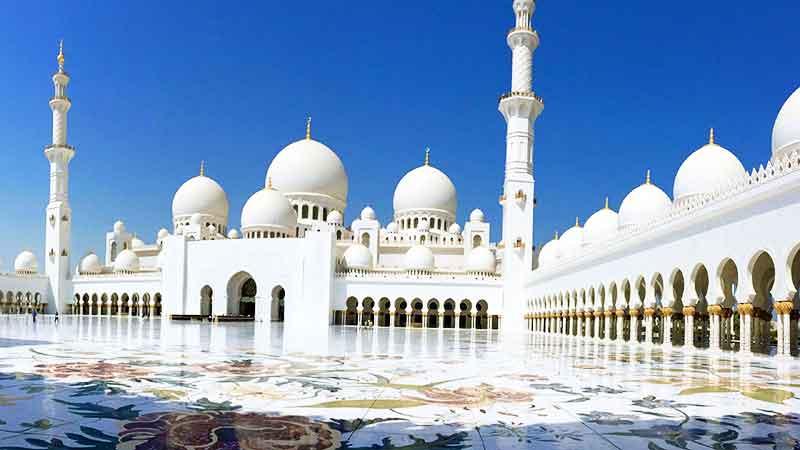 حیاط مرکزی مسجد