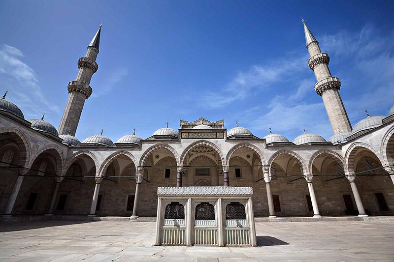 حیاط مسجد سلیمانیه استانبول
