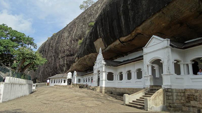 غار دامبولا در سریلانکا