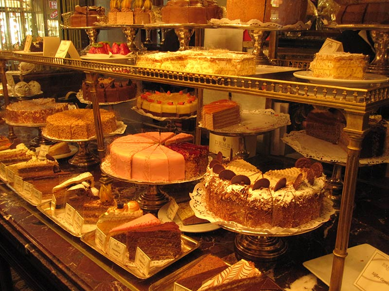 شیرینی فروشی دمل