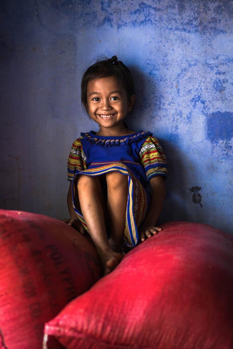 دختر کوچکی از قبیله