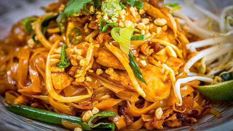 غذاهای خیابانی تایلند | پد تای