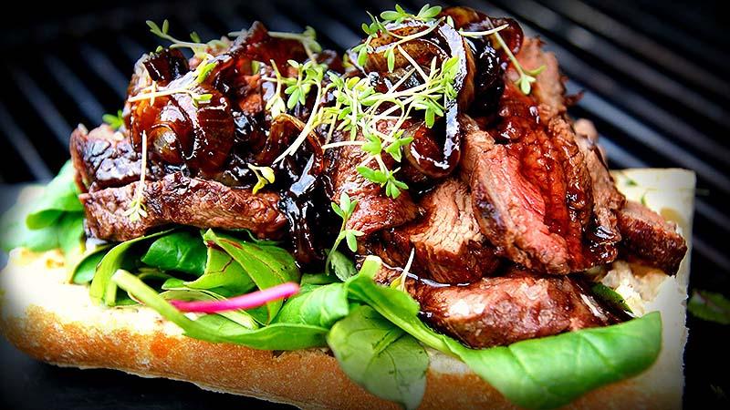 گوشت گریل در رستوران اتمسفر دبی