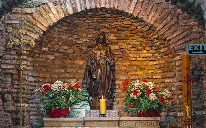 مجسمه حضرت مریم