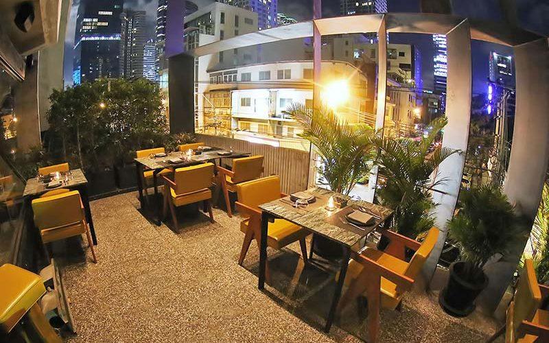 فضای داخلی رستوران بانکر