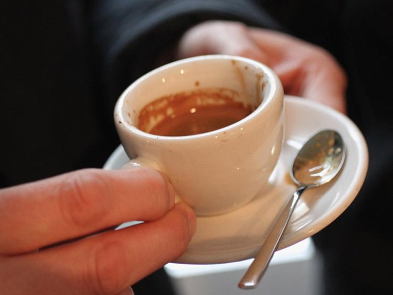خوردن چای در هواپیما | بیماری در هواپیما