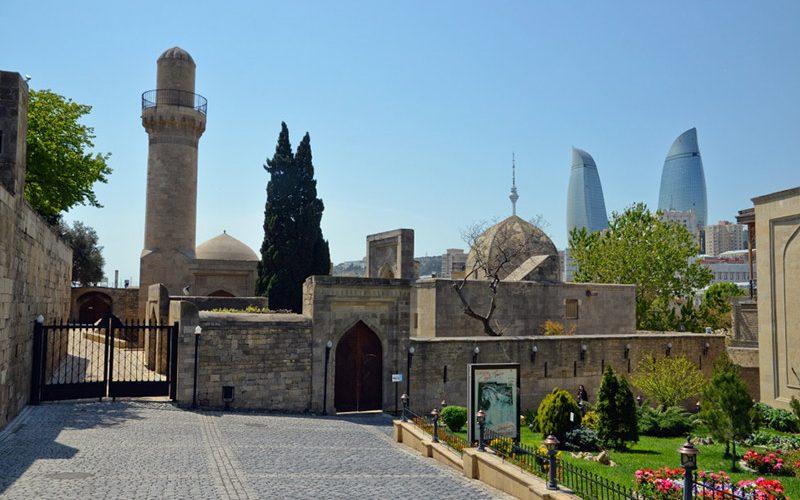 حیاط کاخ شیروان شاه