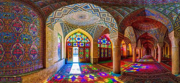 دنیای نور و رنگ در مسجد نصیر الملک شیراز
