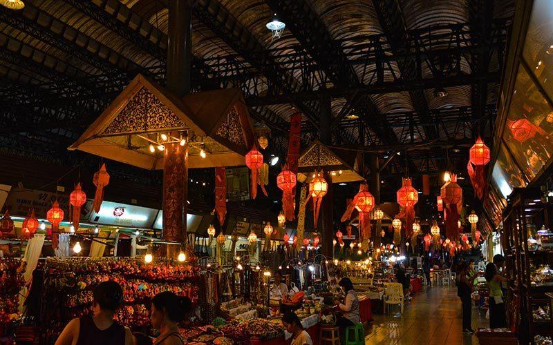 بازار چیانگ مای در شب
