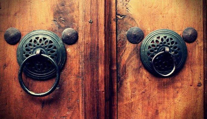 دق الباب