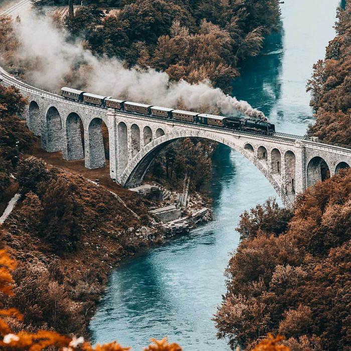 مسیر قطار در طبیعت