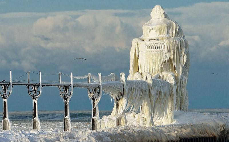 فانوس دریایی در زمستان