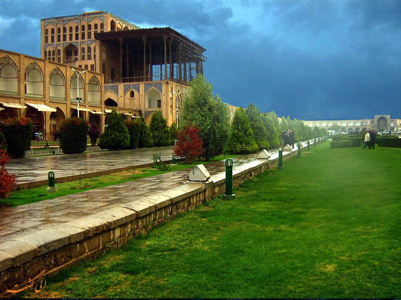 کاخ عالی قاپو در اصفهان