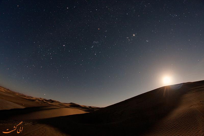 مهتاب در آسمان کویر مرنجاب
