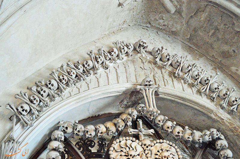 تزیینات کلیسا از استخوان