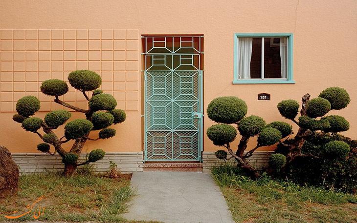 خانه هایی با درختان زیبا