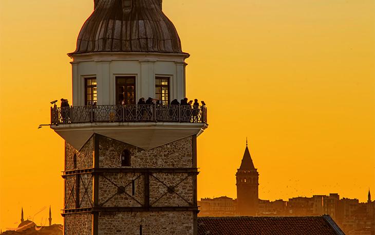 نمایی برج دختر در استانبول و برج گالاتای