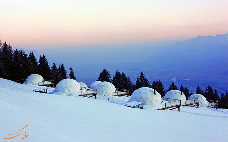 هتلی در میان کوهستان