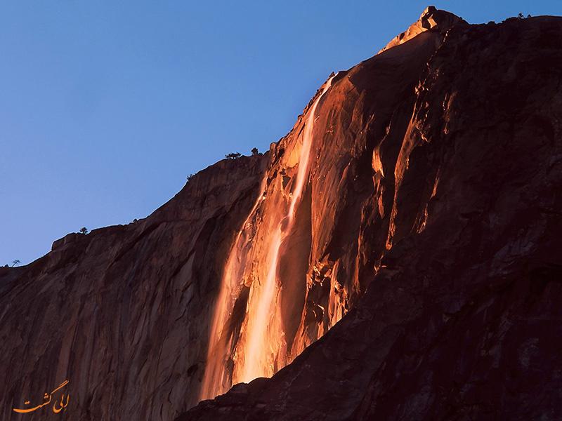 عکس آبشار آتش در پارک ملی یوسمیت آمریکا