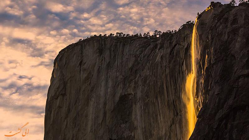 پدیده آبشار آتش در پارک ملی یوسمیت آمریکا