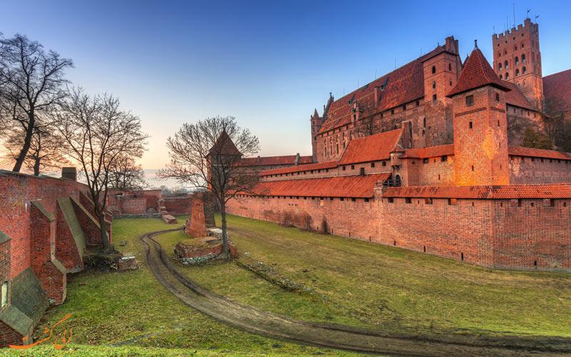 نمایی از قلعه مالبروک