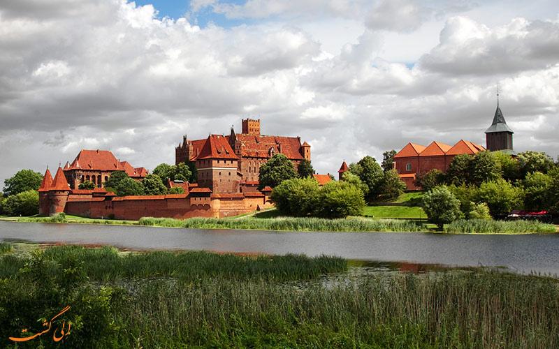 قلعه ی زیبای مالبروک