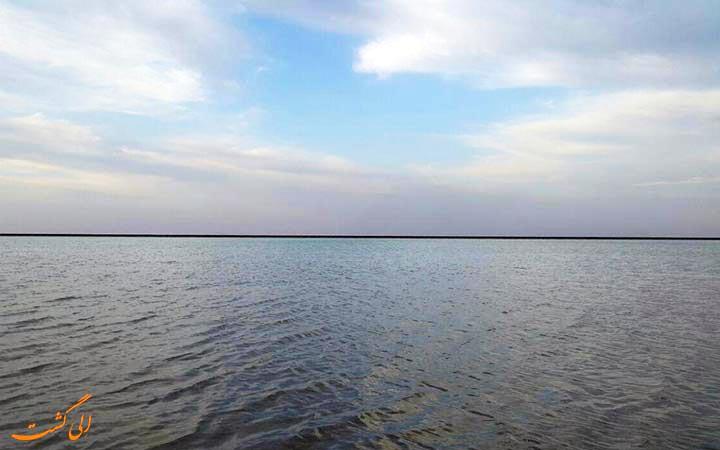دریاچه نمک خور و بیابانک