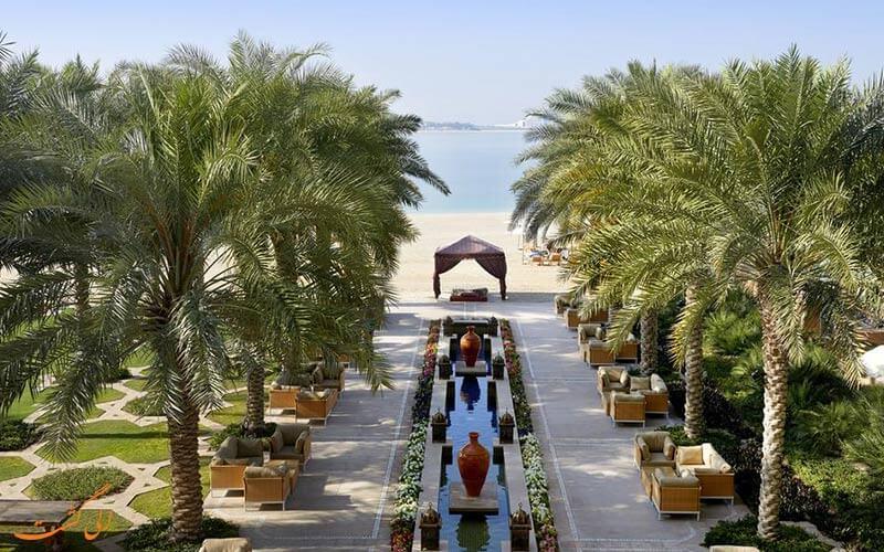 حیاط هتل دبی