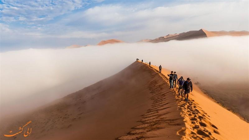 اسکای دایوینگ در صحرای نامیب
