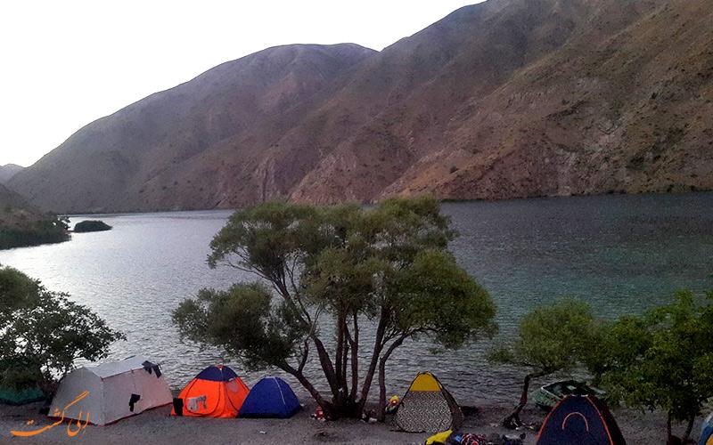 استراحت در دریاچه گهر