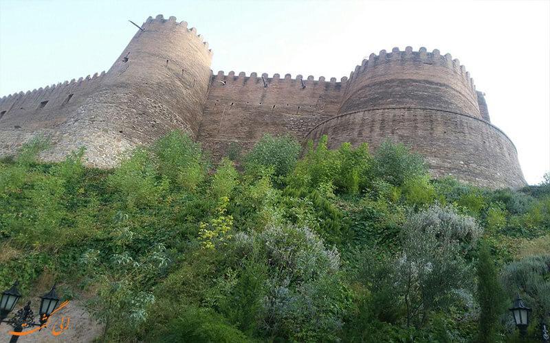 محوطه بیرونی قلعه فک الافلاک