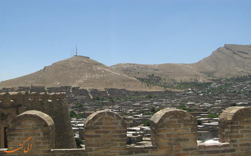 جداره های قلعه فلک الافلاک