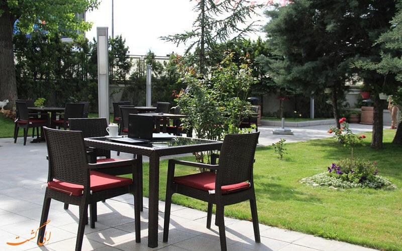 باغ هتل رادیسون بلو