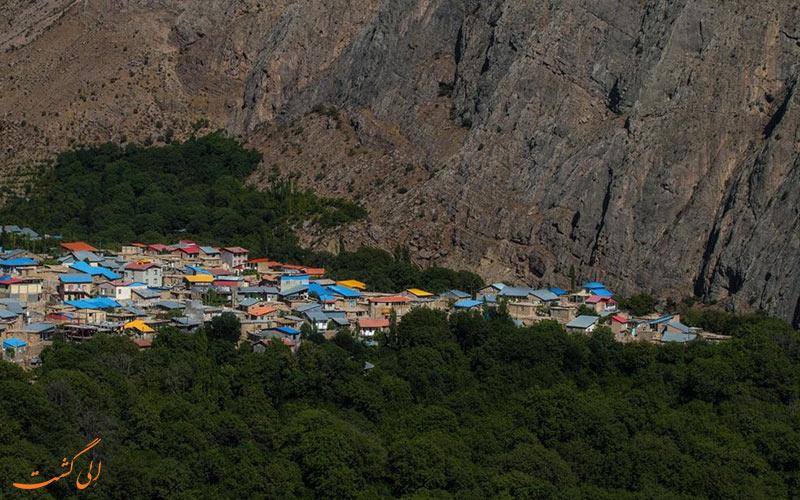 نمایی از خانه های روستای هیر