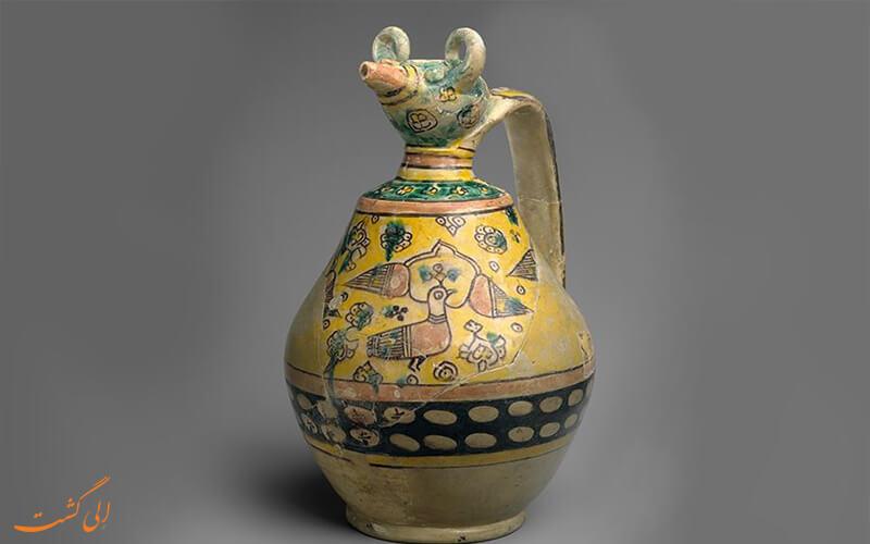 ظرف آب سفالی باستانی
