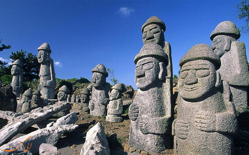 سنگ های پدربزرگ در جزیره ججو