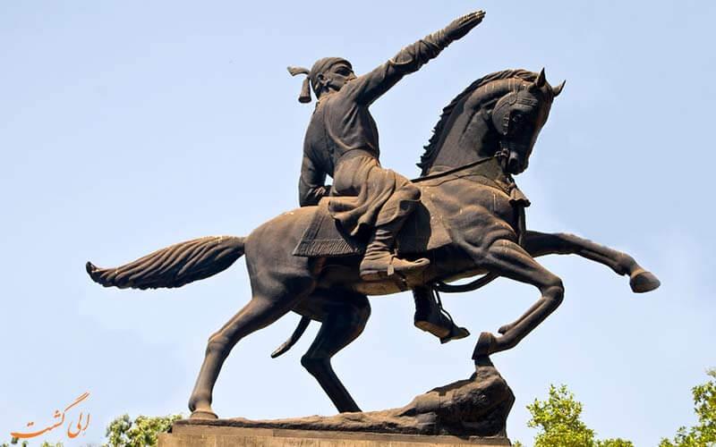 پارکی با نماد قهرمان ملی در بمبئی